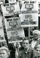 Spartakisten  Marxisten bei PDS-Kundgebung  Ostberlin  DDR  1990