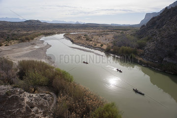 Tourists canoeing on the Rio Grande in Big Bend National Park  Texas  USA