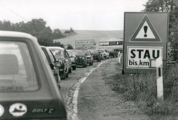 Stau auf der spaeteren A72  Vogtland  DDR  1990