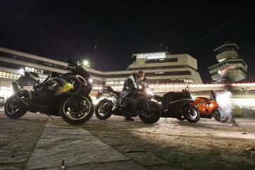 Berlin  Deutschland  Motorraeder vor dem Flughafen Tegel