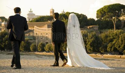 Rom  Hochzeitspaar vor dem Forum Romanum