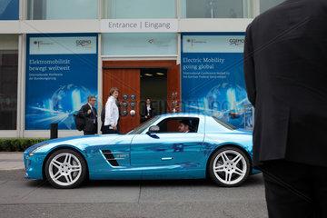 Berlin  Deutschland  ein Mercedes SLS AMG Coupe Electric Drive