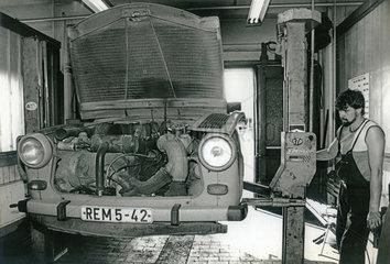 Autowerkstatt  Trabant 601  Dresden  DDR  1990