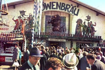 Loewenbraeu Festzelt  Oktoberfest  um 1963