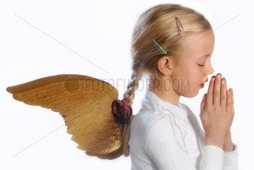 kleines Maedchen mit Engelsfluegeln