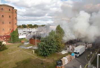 Berlin  Deutschland  brennende Lagerhalle aus der Luft