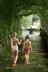 Kinder  Laubengang  Park  Mallorca