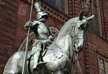 Bremen  Deutschland  Ritterfigur am Ostportal des Alten Bremer Rathauses