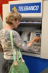 deutsche Touristin  Bankautomat  Spanien