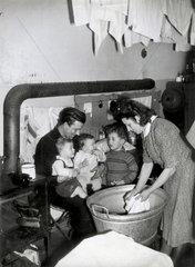 Wohnungsnot Muenchen  Familie  1950