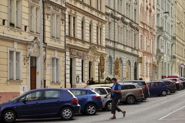 Prag  Tschechien  sanierte Altbauten in einer Wohnstrasse