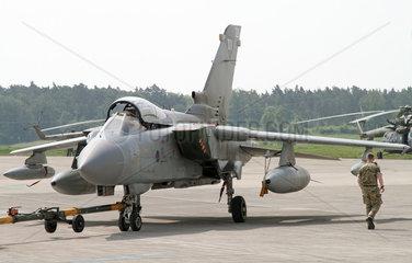 Schoenefeld  Deutschland  Jagdflugzeug Panavia Tornado ECR der Deutschen Luftwaffe