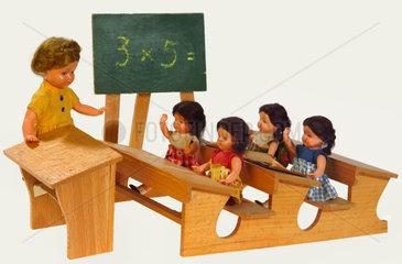 Schule  Unterricht  Puppenstube  um 1957