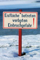 Schild  Eisflaeche betreten verboten