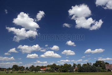 Briescht  Deutschland  Schoenwetterwolken