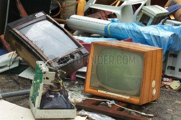 Geruempel  Fernseher  Elektronikschrott