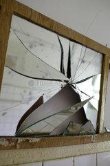 Gross Doelln  Deutschland  ein zerbrochener Spiegel