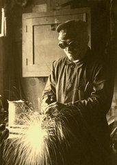 Arbeiter beim Schweissen  Firma Bamag  1928