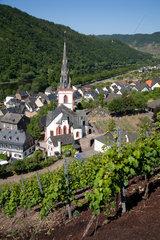 Ediger-Eller  Deutschland  Blick auf die Altstadt mit der Pfarrkirche St. Martin