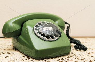 Kelheim  Deutschland  altes gruenes Telefon mit Waehlscheibe