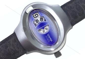 japanische Armbanduhr mit Ziffern  um 1975