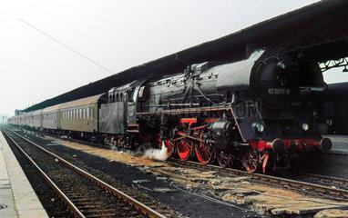 Berlin  DDR  die 03 0078 im Bahnhof Lichtenberg