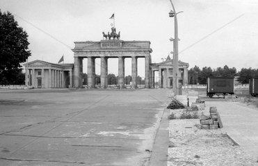 Berlin  DDR  Blick auf das Brandenburger Tor