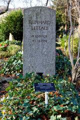 Berlin  Deutschland  Grab von Reinhard Lettau