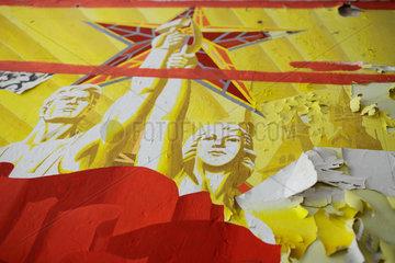 Gross Doelln  Deutschland  sozialistisches Propaganda-Wandbild mit dem Roten Stern
