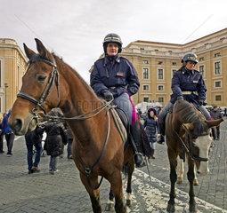 Berittene Polizistinnen