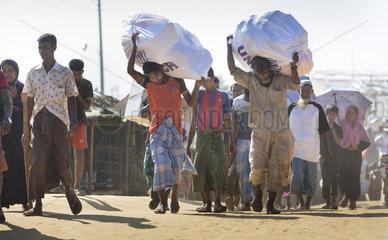 Fluechtlingslager Kutupalong  in dem Rohynga   die aus Myanmar vertrieben wurden  leben