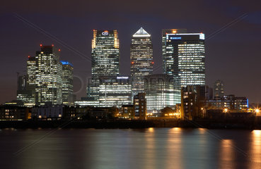 London  Grossbritannien  die Hochhaustuerme der Docklands in Canary Wharf