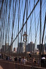 New York City  USA  Drahtseile der Brooklyn Bridge
