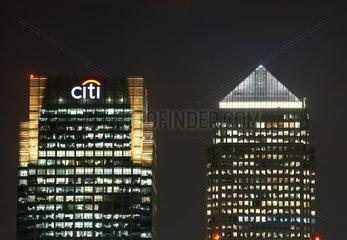 London  Grossbritannien  der Hochhausturm der Citi Bank und der Canary Wharf Tower