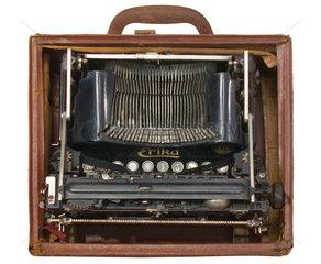 erste deutsche Reiseschreibmaschine Erika