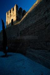 Sevilla  Spanien  Turm der mittelalterlichen Stadtmauer  der Murallas de la Macarena