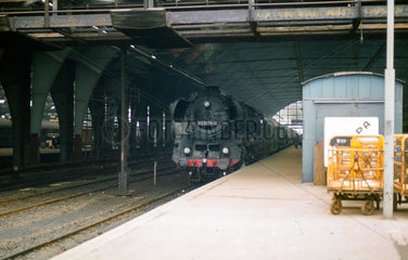 Berlin  DDR  die 03 0078 im Hauptbahnhof  heute Ostbahnhof