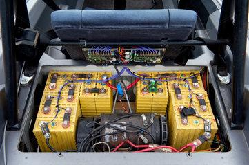 Berlin  Deutschland  Batteriesatz eines Elektoautos CityEL der Fa. Citycom