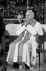 Papst Johannes Paul II.  Papst Benedikt XVI.
