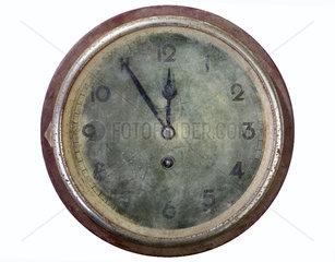 defekte Uhr aus den 20er Jahren
