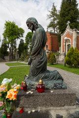 Lemberg  Ukraine  Grab mit knieender Jesus-Figur auf dem Lytschakiwski-Friedhof