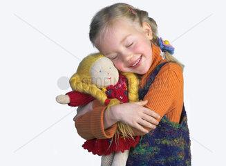 Maedchen mit Waldorfpuppe