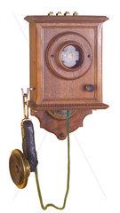 sehr fruehes Wandtelefon  1889