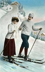 Paar beim Skifahren  1915