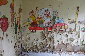 Gross Doelln  Deutschland  Wandgemaelde in einem Schulgebaeude des Flugplatz Templin