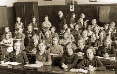 Maedchenklasse  um 1937