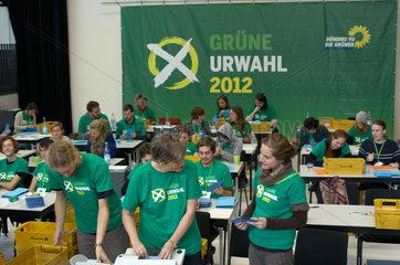 Berlin  Deutschland  Auszaehlung der Wahlbriefe zur Urwahl 2012 von Buendnis 90/Die Gruenen