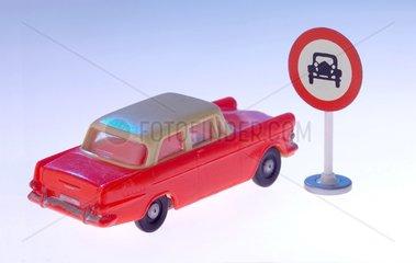 Auto  Schild Durchfahrt verboten