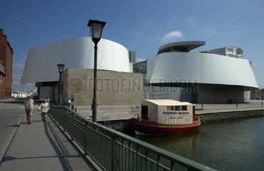 Stralsund  Deutschland  das Ozeaneum am Semlower Kanal im alten Hafenareal