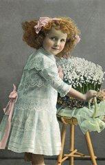 Maedchen mit Blumen  Argentinien 1911